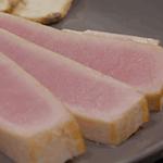 Laminado de atún con aderezo de cítricos
